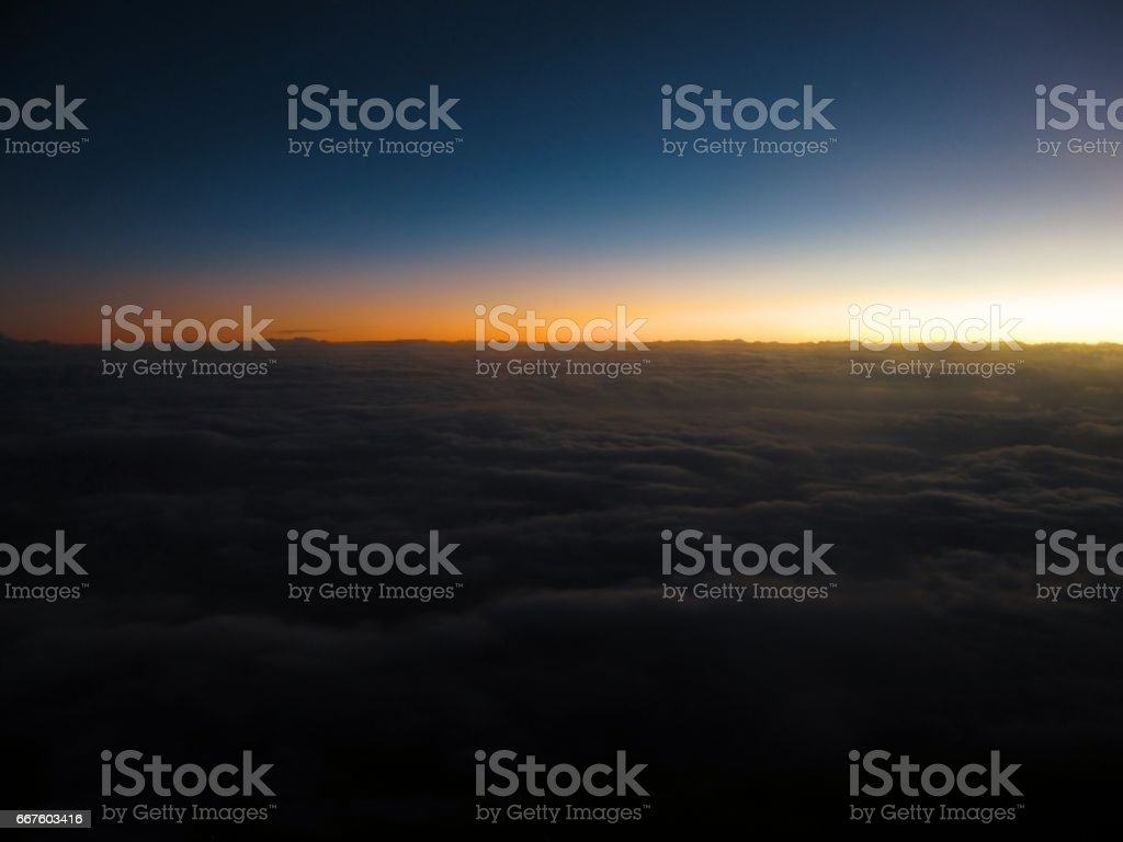 Sobre las nubes stock photo