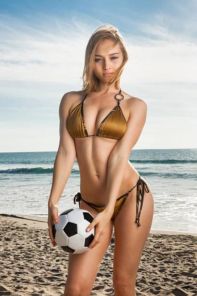 Babe de futebol - foto de acervo