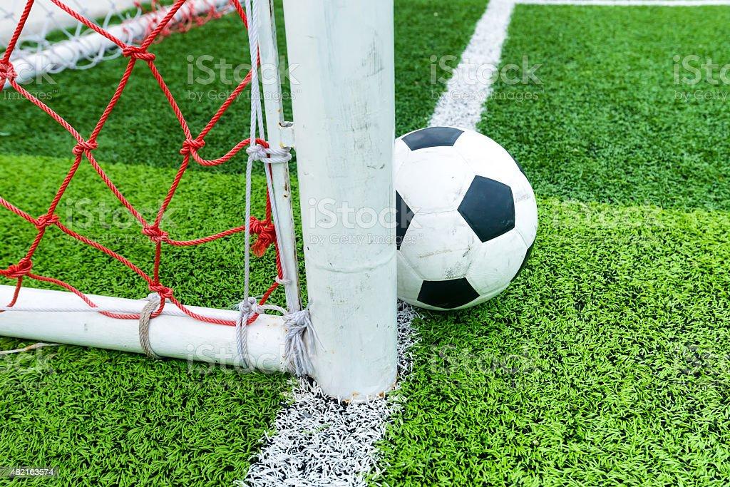 Fußball ball in Linie Fußball Ziel. – Foto