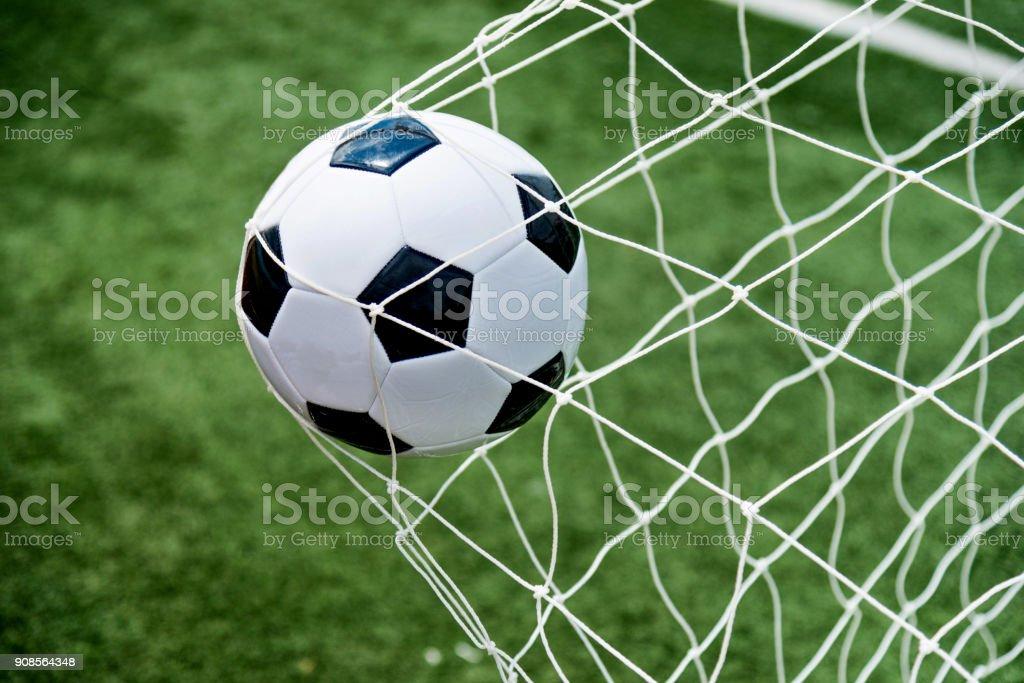 Soccer Ball trifft im Netz – Foto