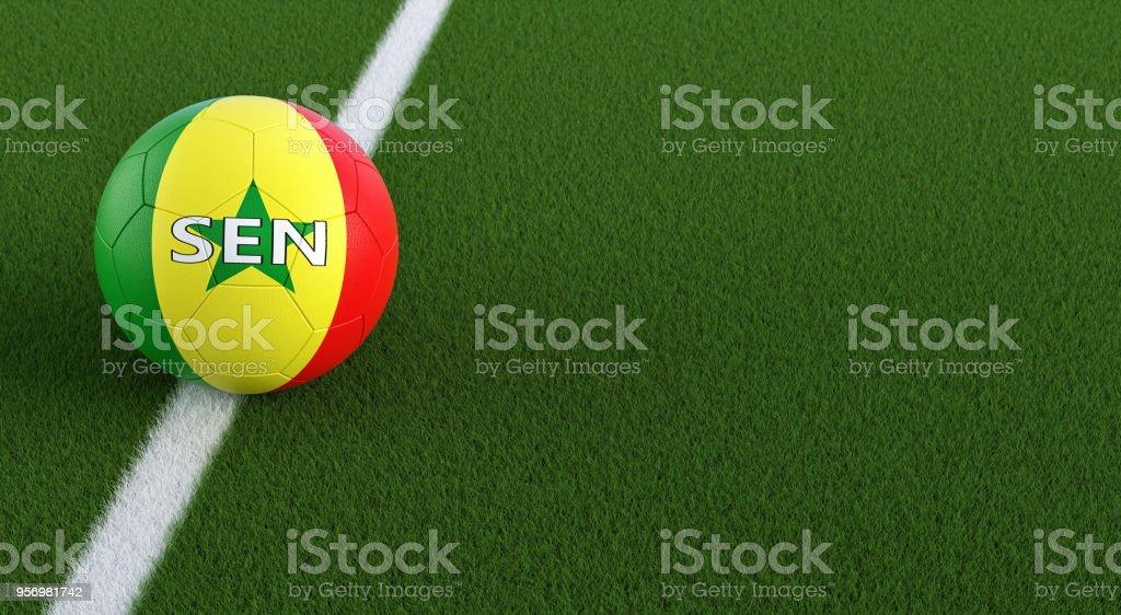 Bola de futebol em Senegals cores nacionais em um campo de futebol. Cópia espaço no lado direito - 3D Rendering - foto de acervo