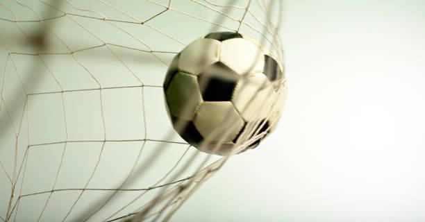 soccer ball in het net - soccer goal stockfoto's en -beelden