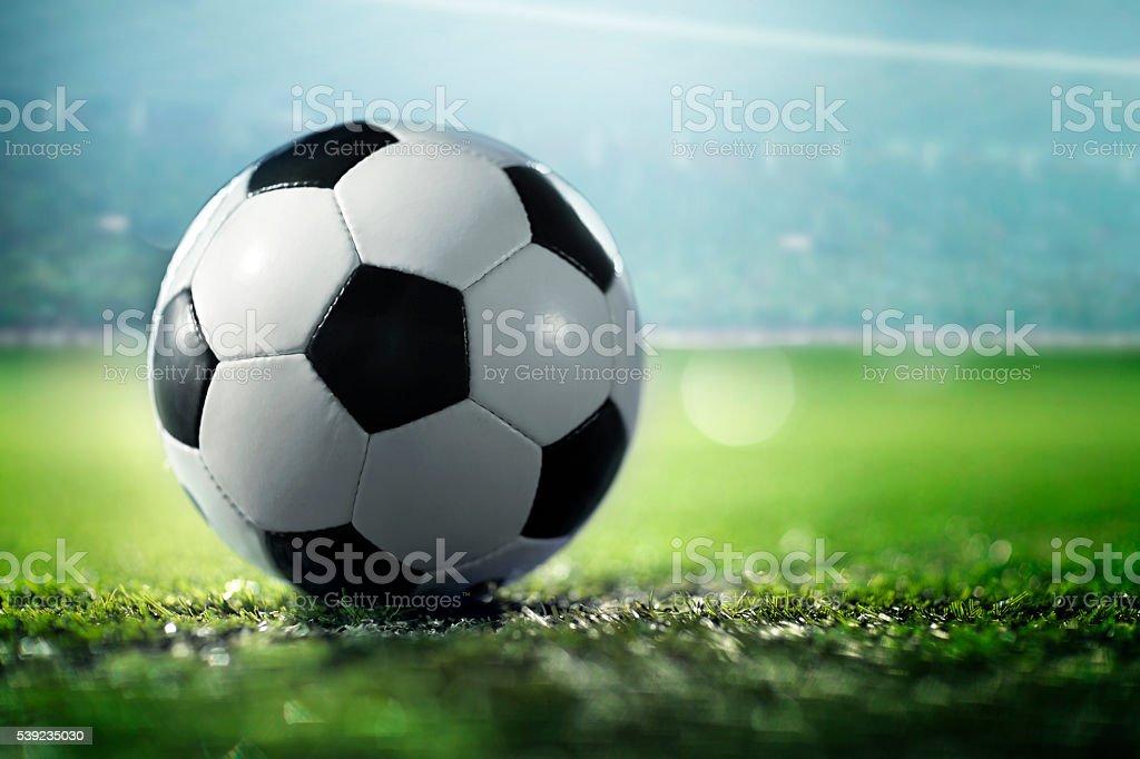 Fußball Kugel auf Sport Feld – Foto
