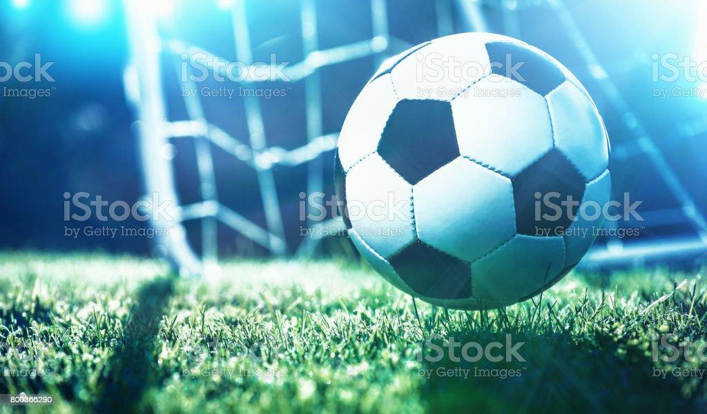 Fußball ball auf dem Spielfeld des Stadions – Foto