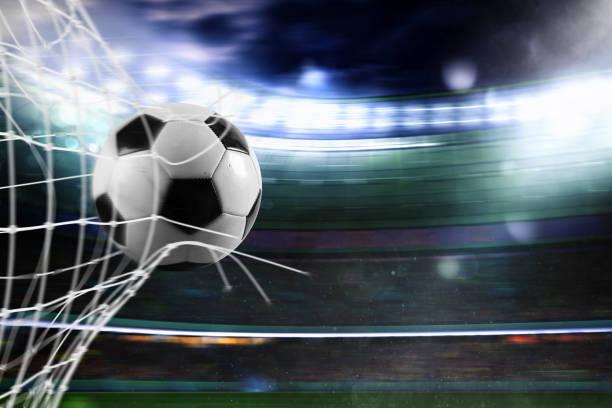 Fußball erzielt ein Tor auf dem Netz – Foto