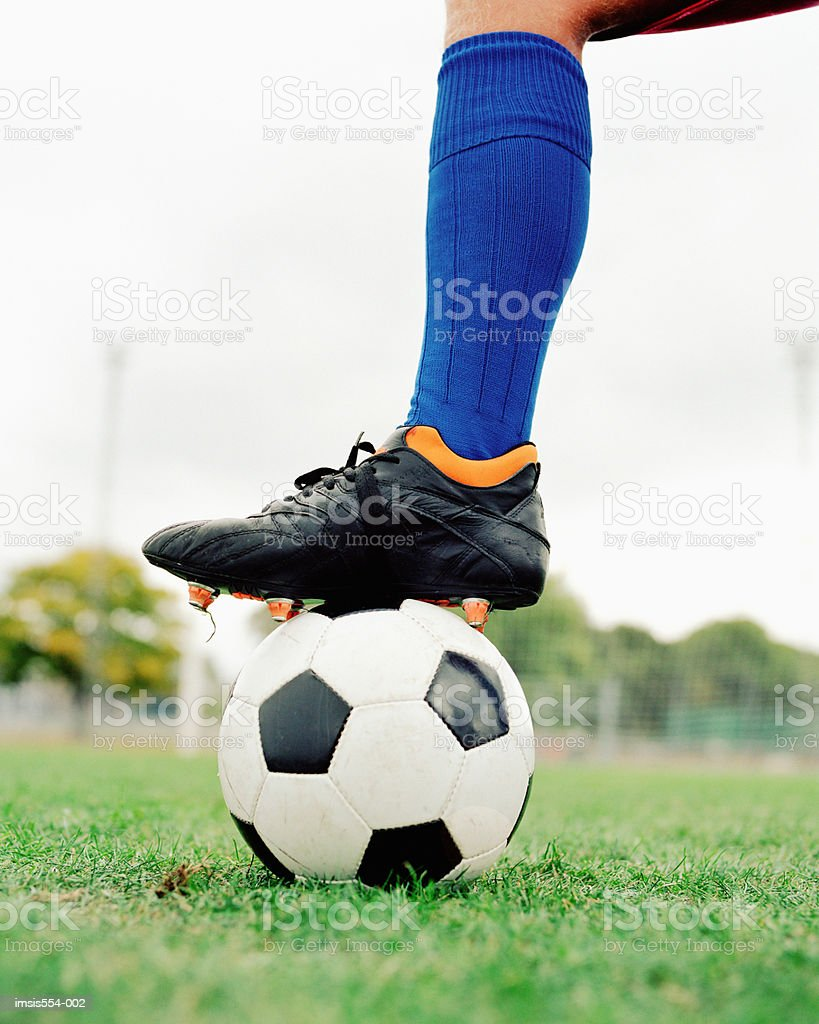 Soccer botte le ballon photo libre de droits