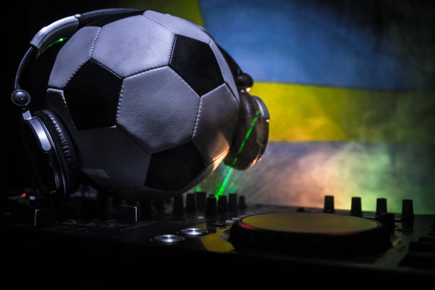 fußball-club-party-konzept. nahaufnahme des dj-deck mit selektiven fokus. nützlich als club poster. - fußball poster stock-fotos und bilder