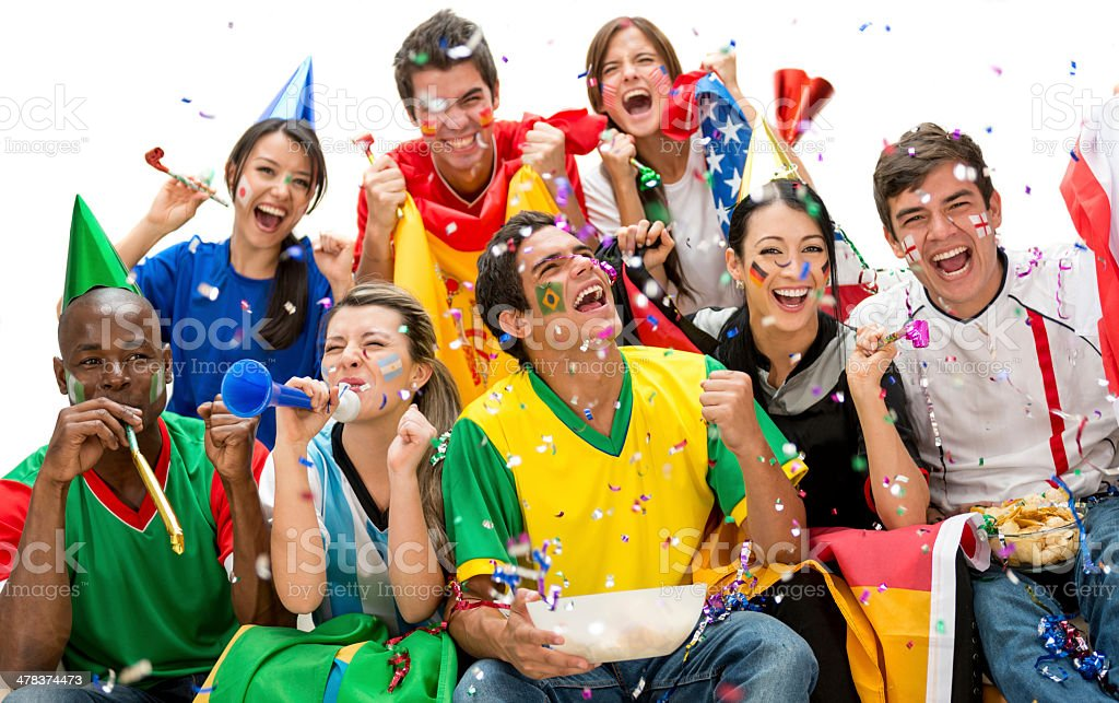 Los fanáticos del fútbol celebrando - foto de stock