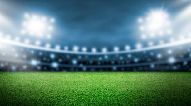 fußballplatz und spotlight hintergrund im stadion - spielplatz design stock-fotos und bilder