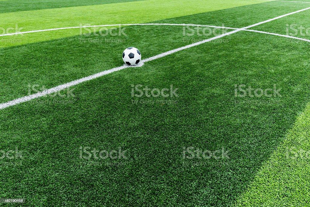 Fußball Feld Gras mit ball auf Start point. – Foto