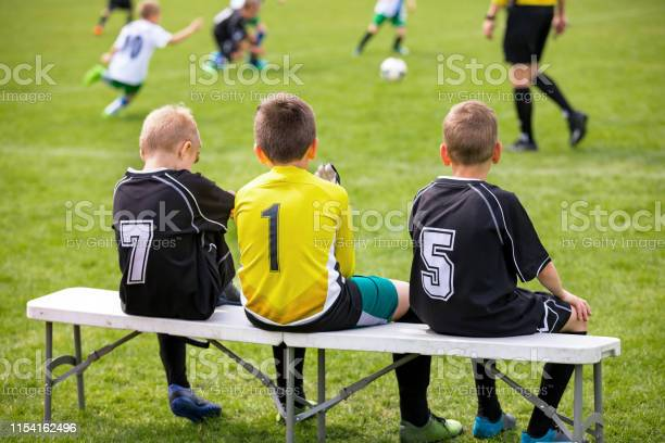 Football team,youth league,substitutes,team bench,team mom