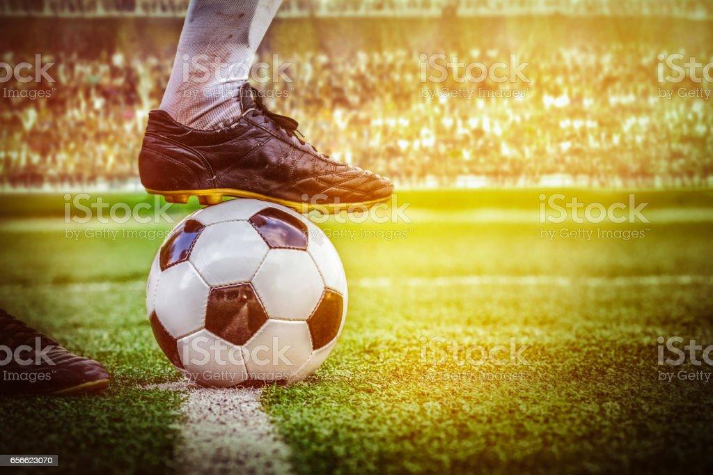 futebol futebol pontapé inicial no estádio - foto de acervo