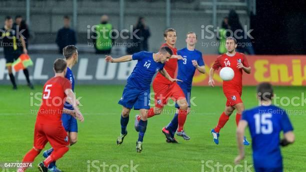 Soccer player heading picture id647702374?b=1&k=6&m=647702374&s=612x612&h= jeqh865jzlktywz uf0k7wbus4iufb3ki9ksujurrs=