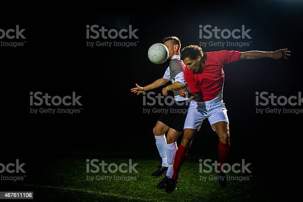 Soccer player heading the ball picture id467611106?b=1&k=6&m=467611106&s=612x612&h=xlcrhkr4qcb5afqffoe1iu2vu62ij85po5psy5f6jc4=