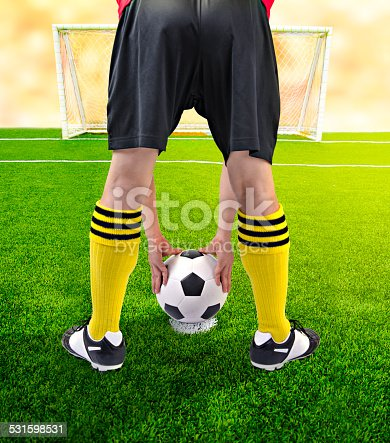 637298374istockphoto Soccer player in a corner kick 531598531