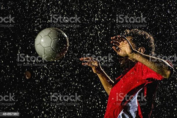 Soccer player receiving the ball picture id484867982?b=1&k=6&m=484867982&s=612x612&h=8meoxe1aizhti2zc9v36dtabudsf75blaclsysojmws=