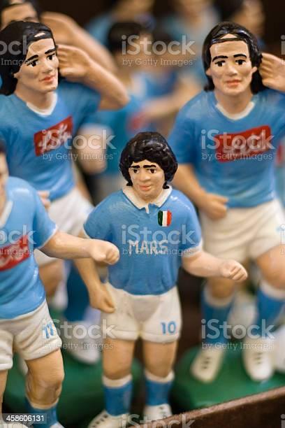 Foto de Estatuetas Jogadores De Futebol Em Nápoles Market Street e mais fotos de stock de Arte