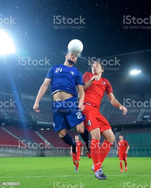 Soccer players heading picture id647630022?b=1&k=6&m=647630022&s=612x612&h=icbyxvbowbrwwtr14mfd4x25xlyyvtwuej dndvwktg=