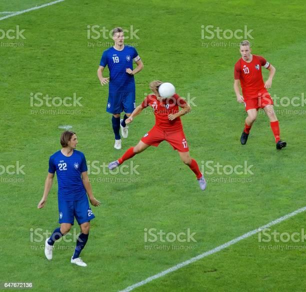 Soccer players heading picture id647672136?b=1&k=6&m=647672136&s=612x612&h=1g8ssaqftyft16vwtbphfeywns 1ewu9j6ohabxkkp0=