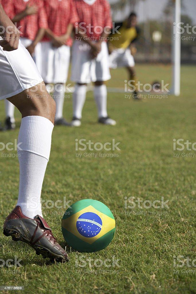 Jogadores de futebol a preparar para uma Cobrança de pênalti - foto de acervo