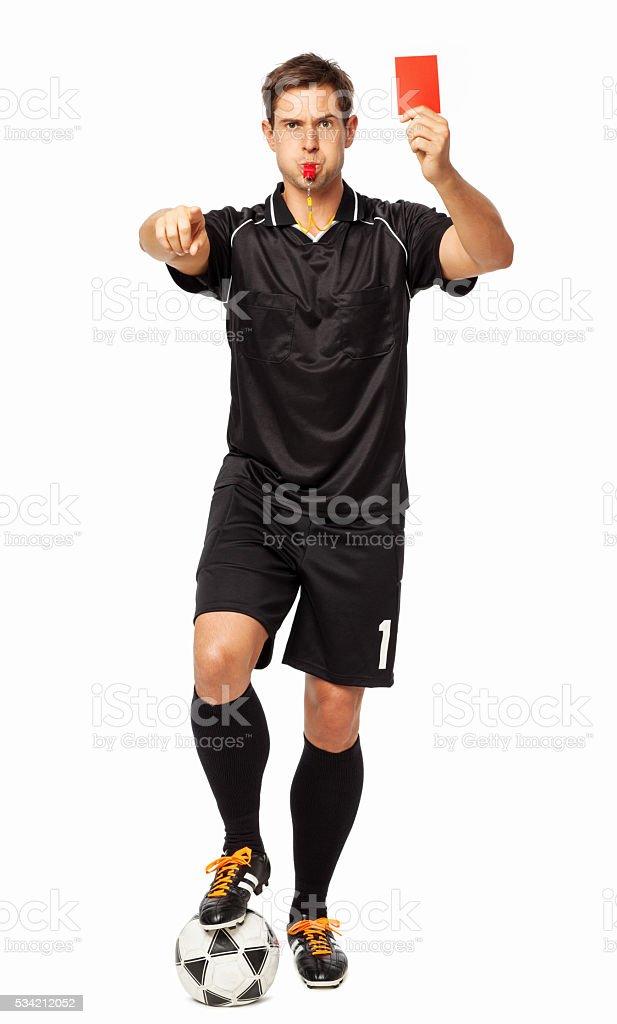 Árbitro de futebol com bola Mostrando o cartão vermelho enquanto apontando - foto de acervo