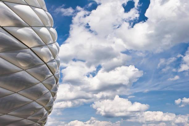 fußballstadion in münchen - bayern fußball heute stock-fotos und bilder