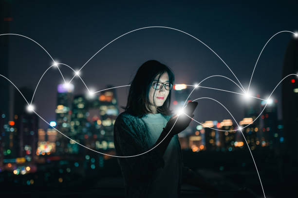 social connecting in smart city at night - futuristic technology imagens e fotografias de stock