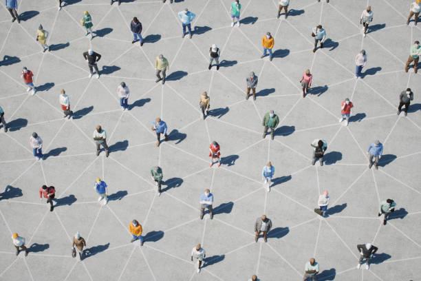 soziale verzwickung und vernetzung - große personengruppe stock-fotos und bilder