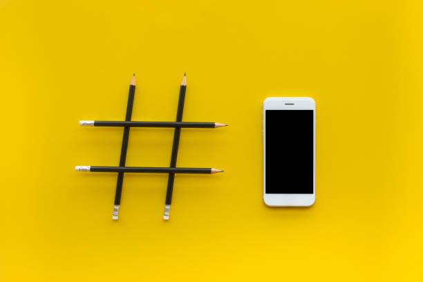 由鉛筆和智慧手機制成的 hashtag 標誌的社交媒體和創意概念 - influencer 個照片及圖片檔