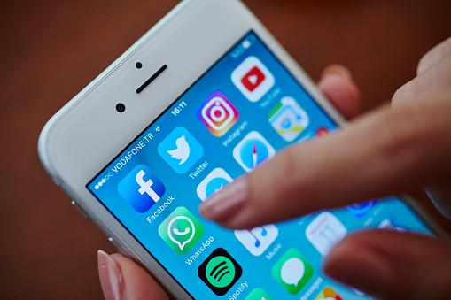 Icone Applicazioni Di Sociale Media - Fotografie stock e altre immagini di Adulto
