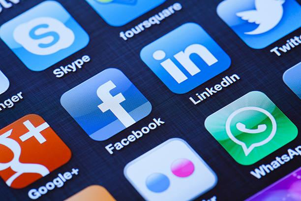 social media apps on apple iphone 4 - linkedin bildbanksfoton och bilder