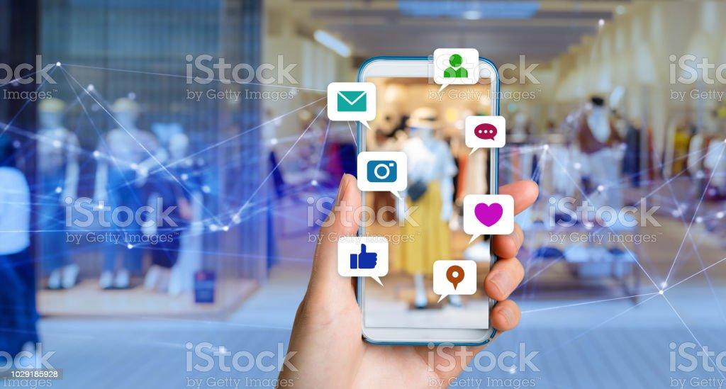 Koncepcja mediów społecznościowych. - Zbiór zdjęć royalty-free (Aplikacja mobilna)
