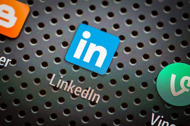 social media icons on smart phone screen. - linkedin bildbanksfoton och bilder