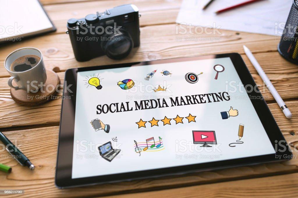 Social Media Marketing-Konzept auf Digital Tablet-Bildschirm – Foto