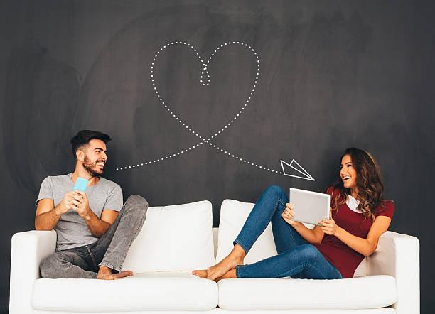 social media  - romanticismo concetto foto e immagini stock