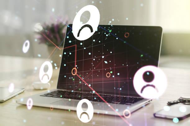 social-network-medien-konzept mit modernen computer auf hintergrund. doppelbelichtung - feedback stock-fotos und bilder