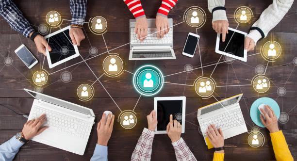 социальная сеть интернет обмен подключение концепция - сообщение стоковые фото и изображения