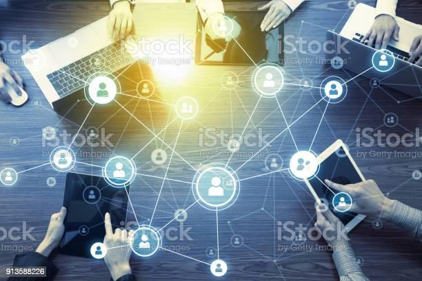 Social networking concept picture id913588226?b=1&k=6&m=913588226&s=612x612&h=n553fzxl7bxdnr1i92 sspv5fqlxtqgixix0fac6 rw=