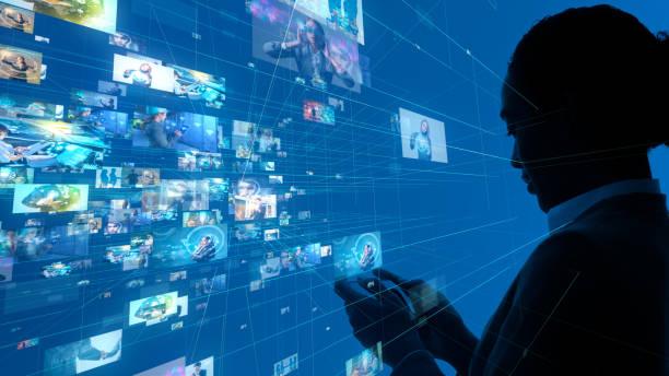 ソーシャルネットワーキングの概念。ストリーミングビデオ。 - image ストックフォトと画像