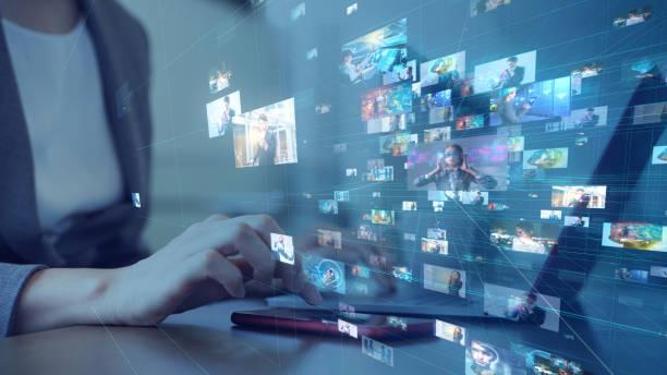concetto di servizio di social networking. streaming video. videoteca. - internet foto e immagini stock