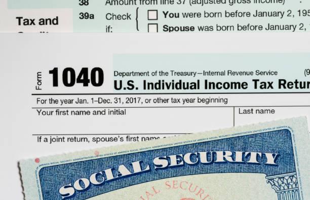 cartão da segurança social eua em cálculos de impostos para a aposentadoria - previdencia social - fotografias e filmes do acervo