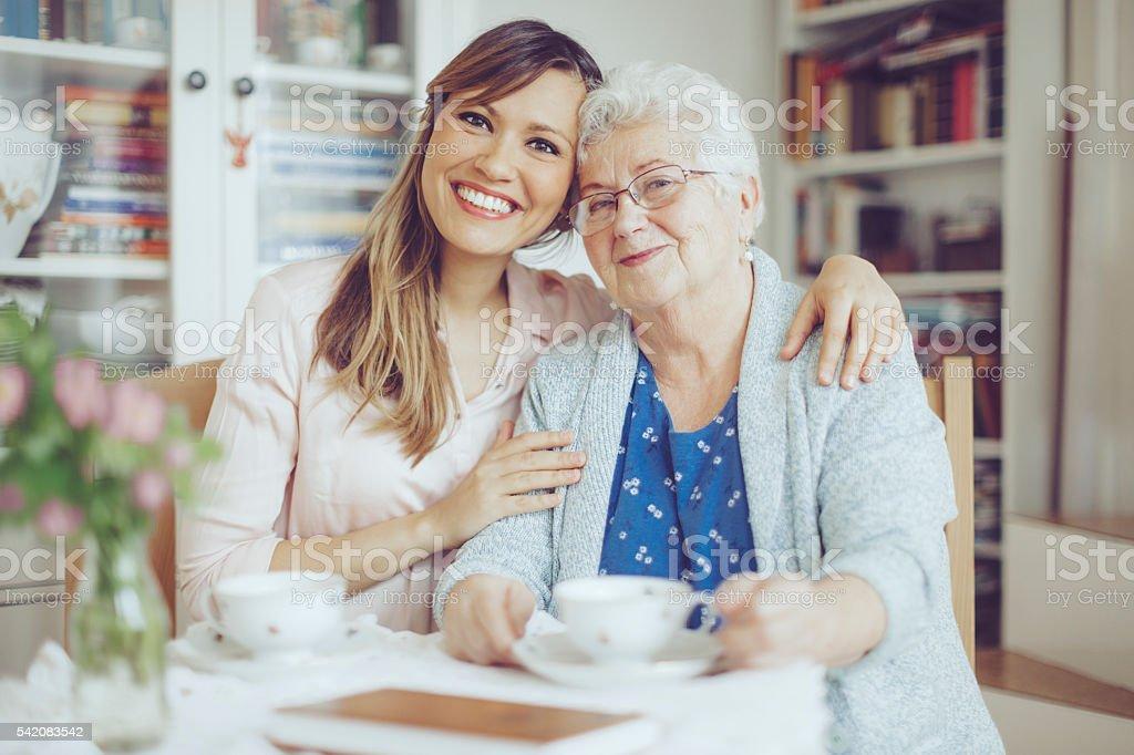 Sozialarbeiter ist Sie eine ältere Frau – Foto