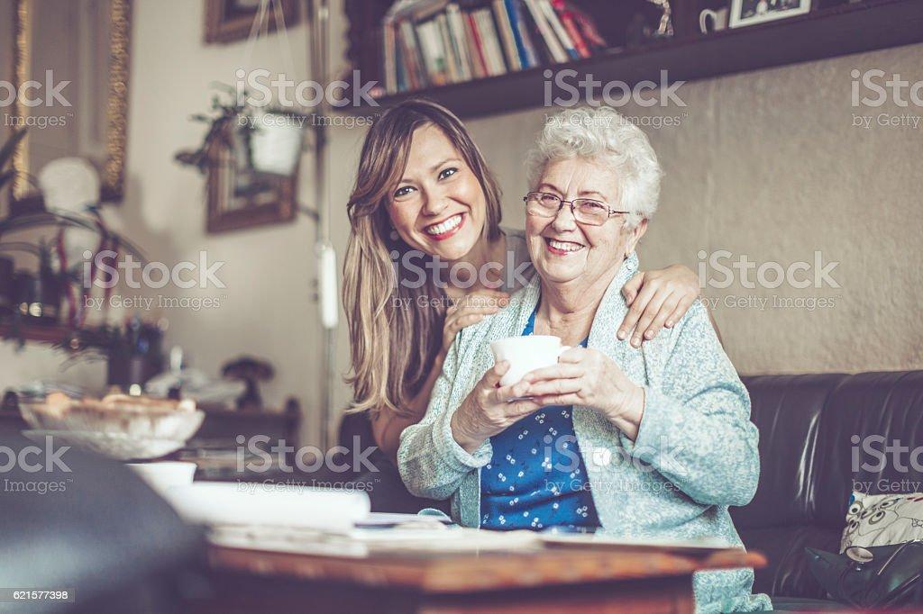 Travailleur Social est visitant une femme Senior photo libre de droits