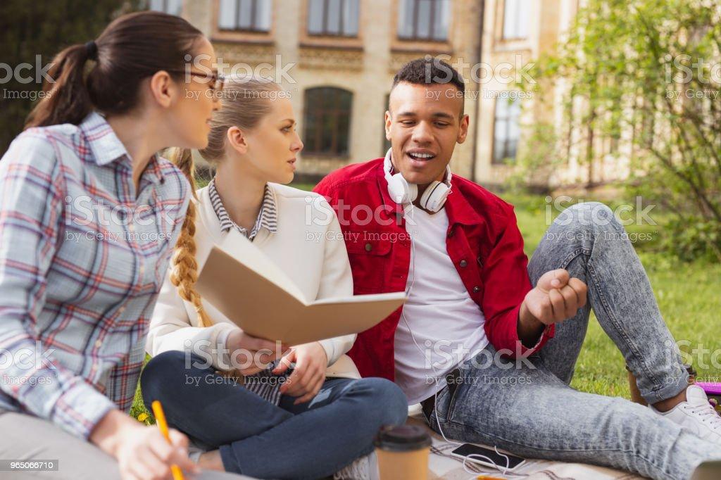 Socially active students conveying university poll zbiór zdjęć royalty-free