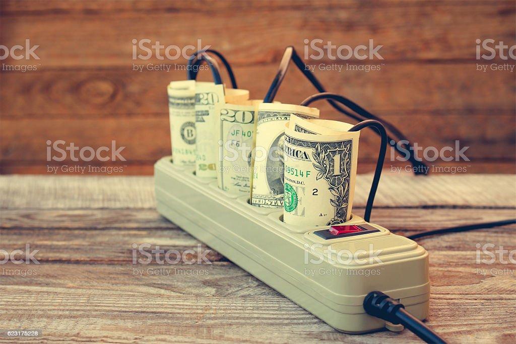 Socket and money. Concept of energy savings. Toned image. - Lizenzfrei Ausrüstung und Geräte Stock-Foto