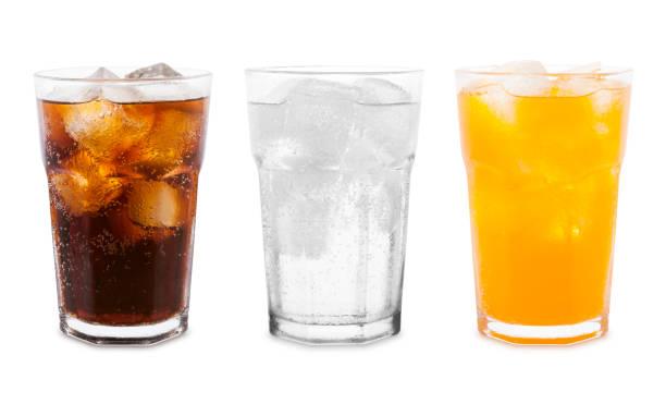 soda-getränke - orange, zitronenlimette und cola - alkoholfreies getränk stock-fotos und bilder