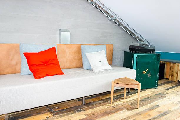 sofa mit kissen und safe - sofa u form stock-fotos und bilder