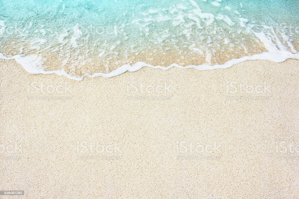 Soft blue ocean wave on sandy beach​​​ foto