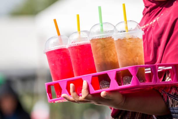 Softdrinks in Kunststoffgläsern – Foto