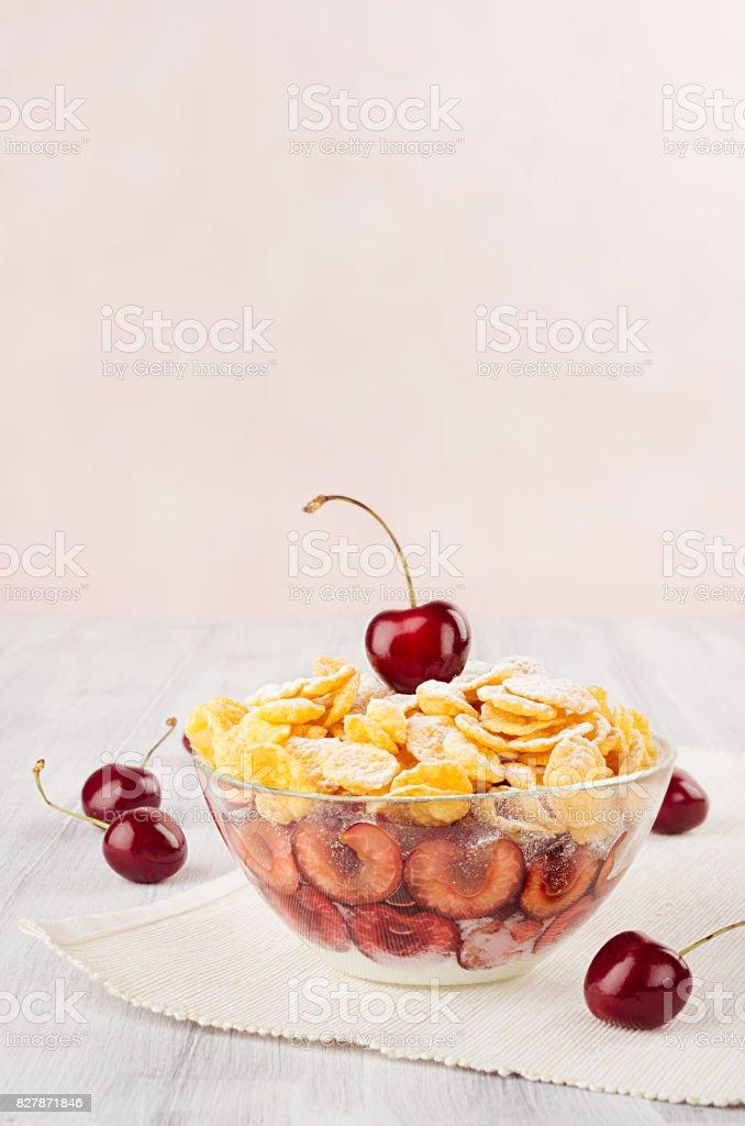 Weiche Rosa Fruhstuck Mit Goldenen Cornflakes Reife Kirschen